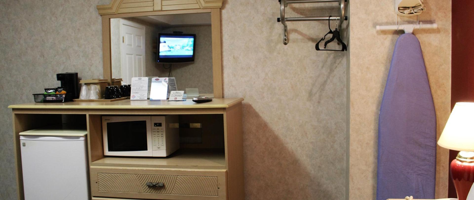 Room Amenities 2.JPG