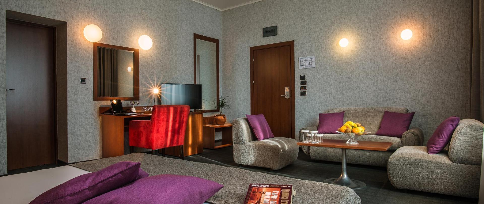 doubl bedroom 1.jpg
