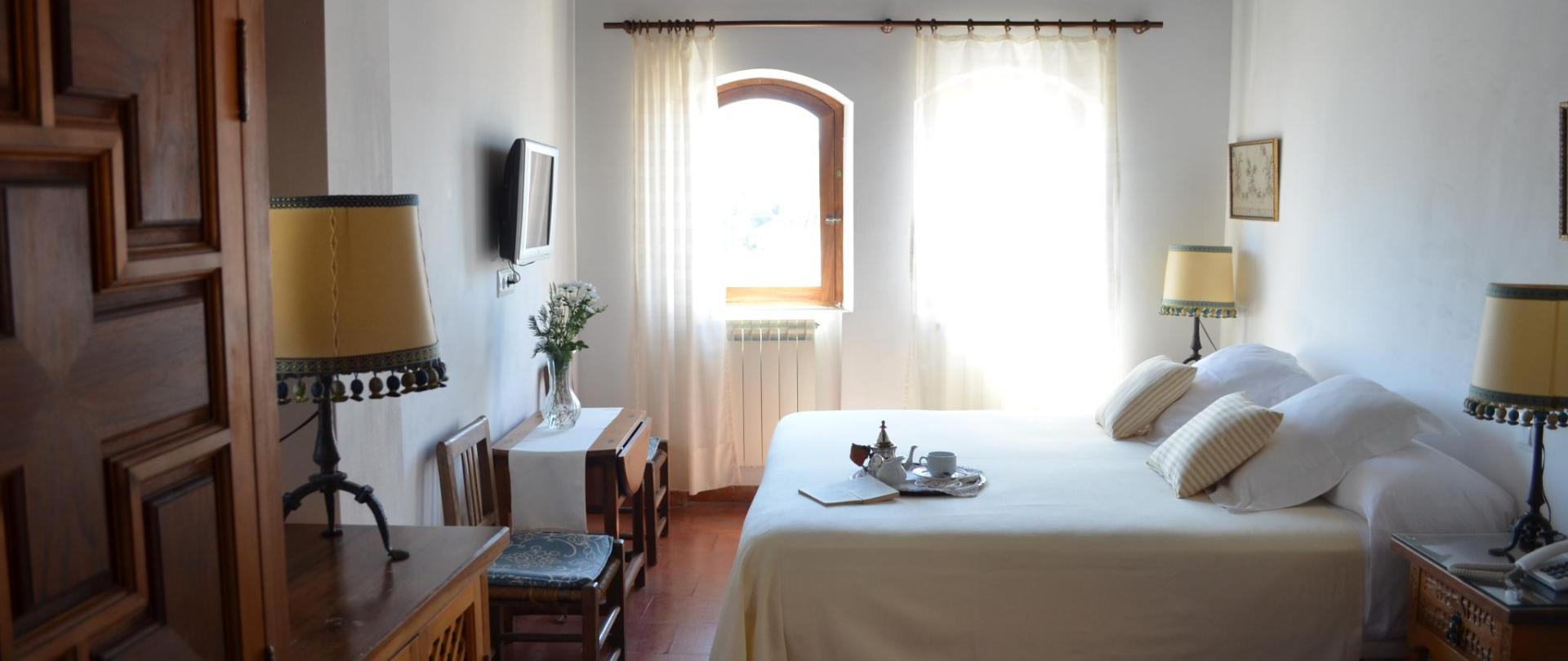 habitacion11 - cama matrimonio.JPG