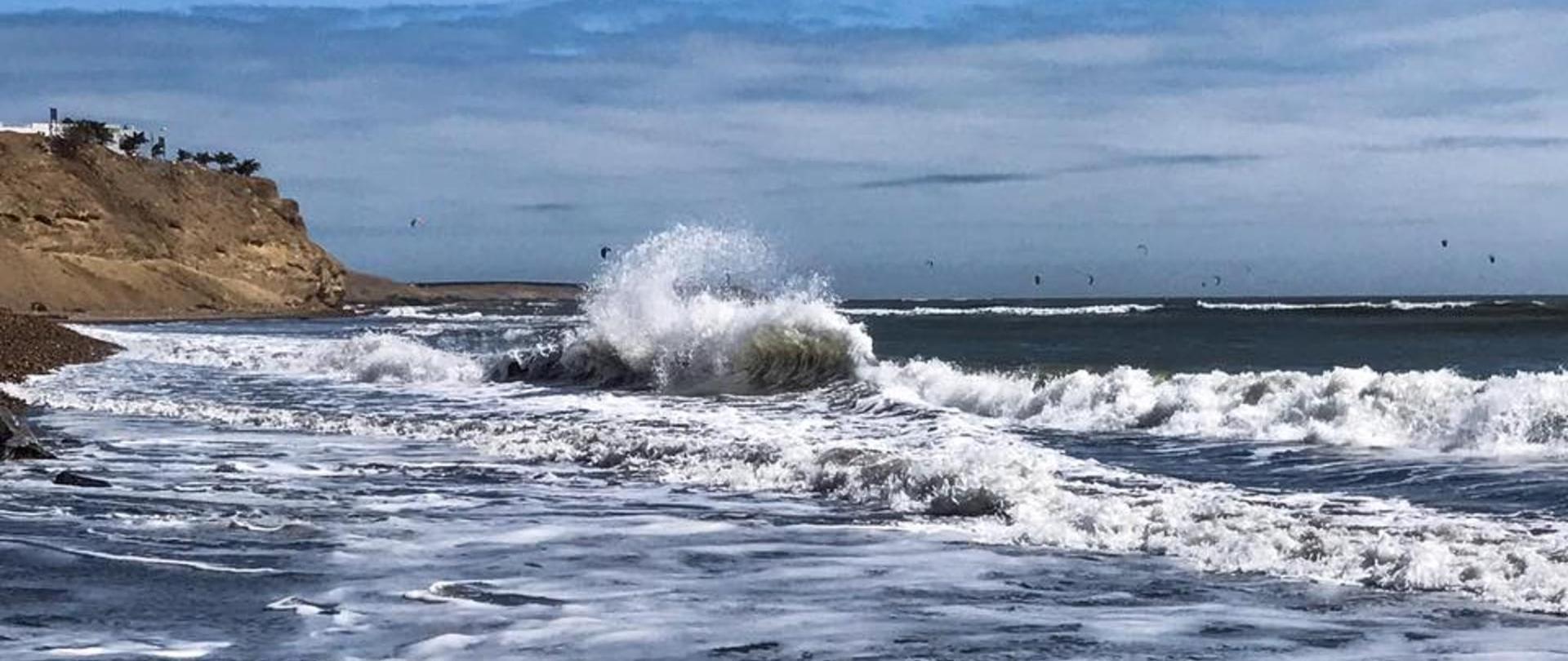 Surf Hotel Hospedaje El Mirador Pacasmayo Peru playa 2.jpg