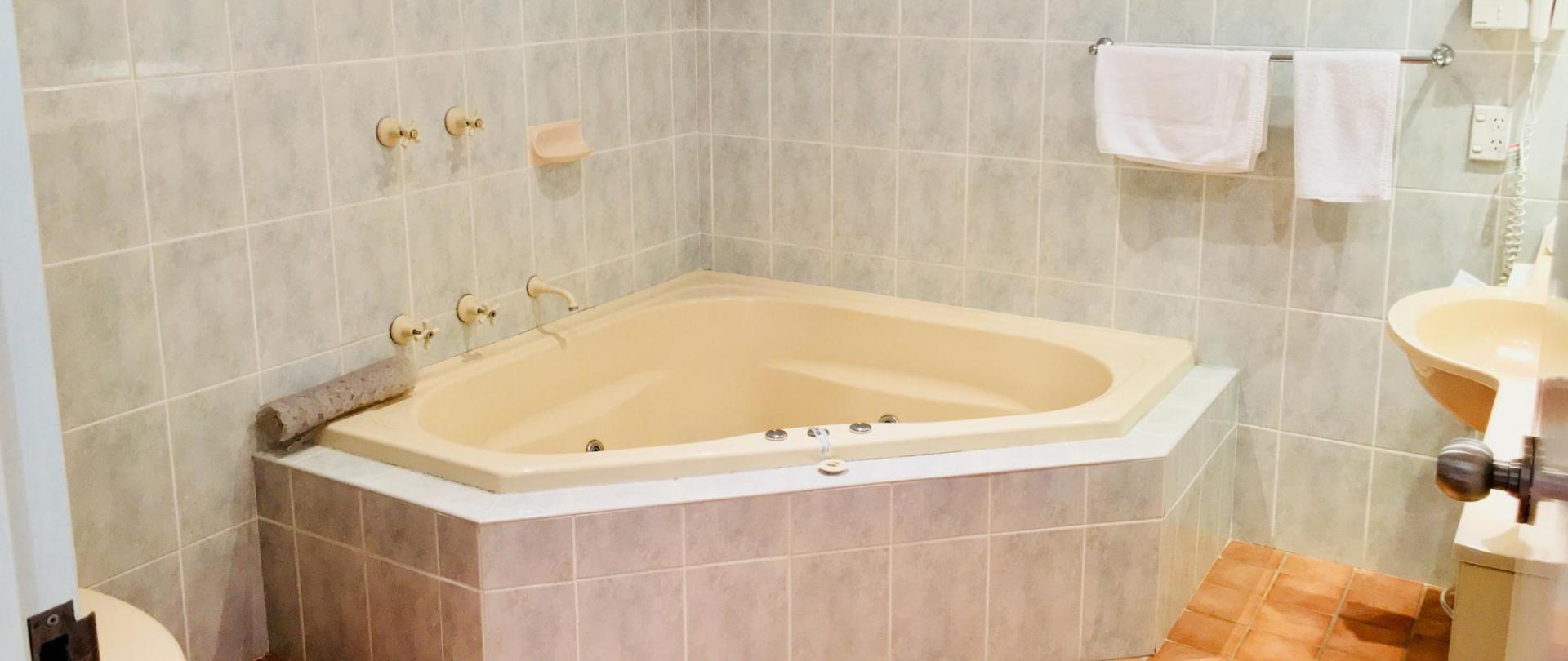Spa Bath_edited.jpg