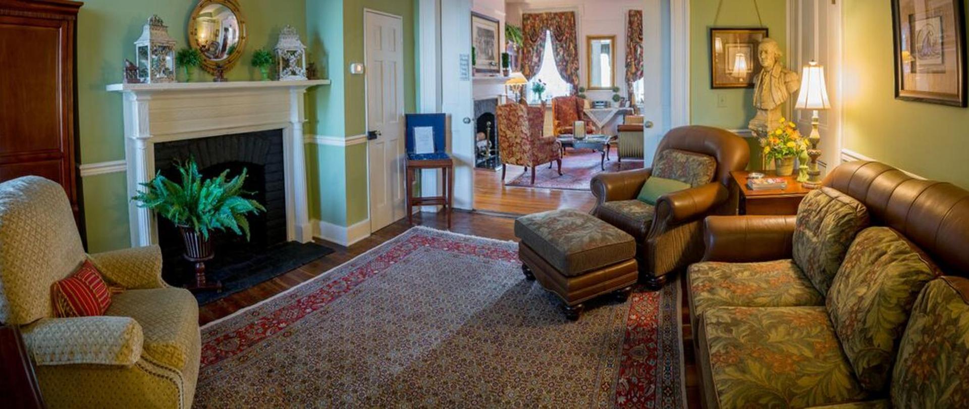 RJInn - Living Room.jpg