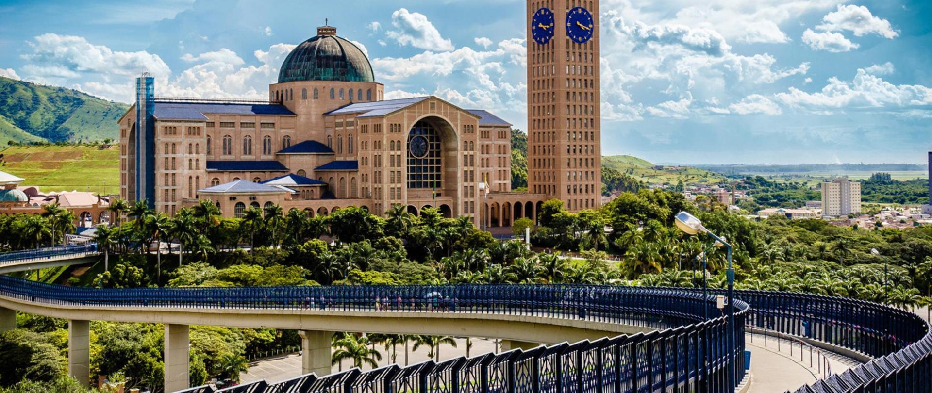 web-aparacida-brasil-basilica-shrine-c2a9-leandro-mundim-cc.jpg