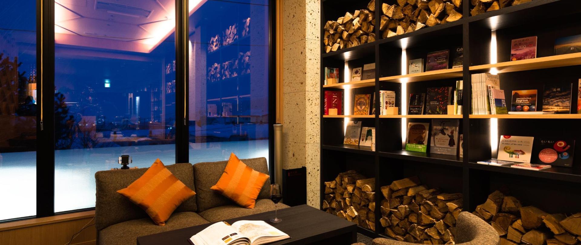 lounge_night_0654-Edit_3k.jpg
