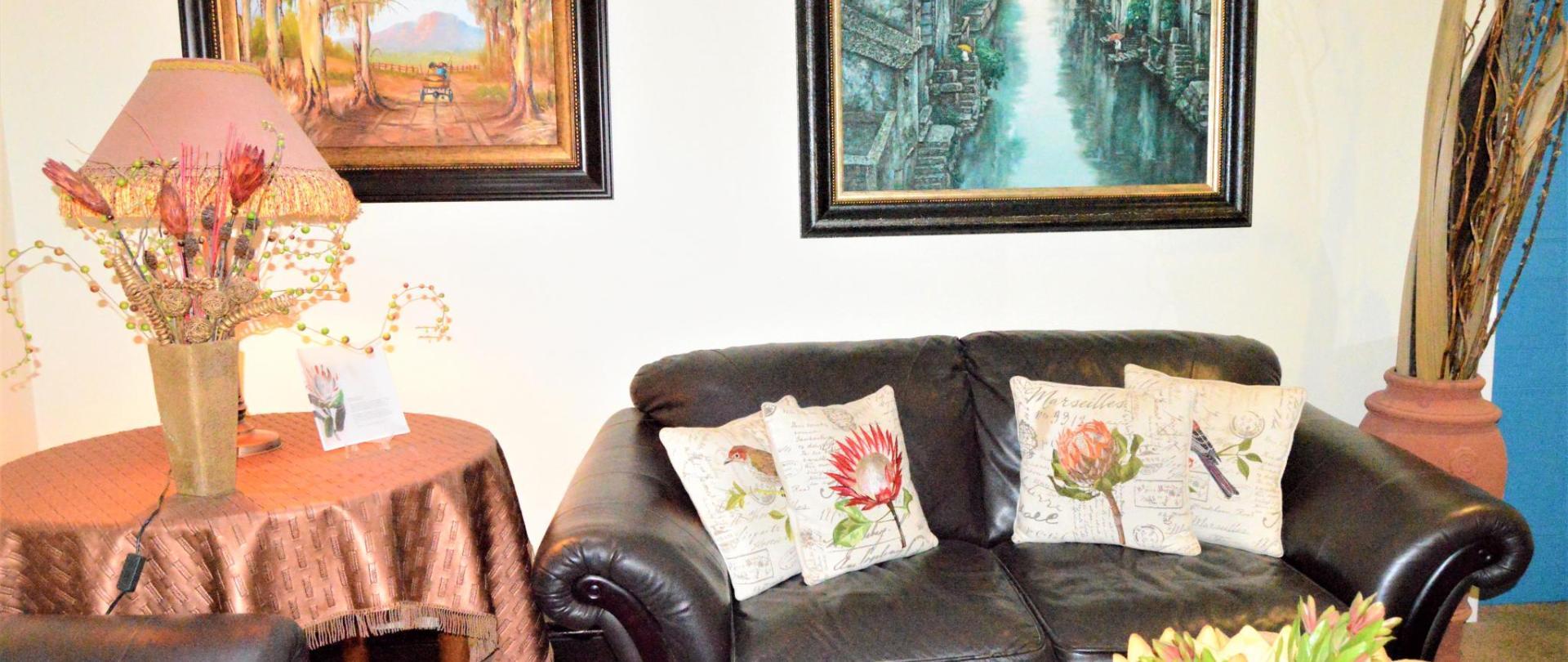 Guest lounge (3).JPG