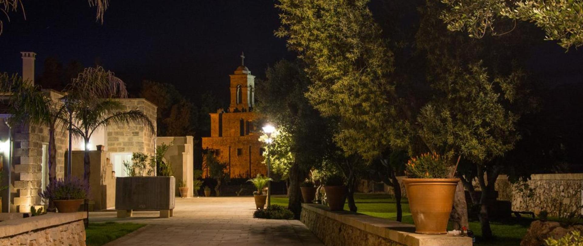 8 Giardino_notte.jpg
