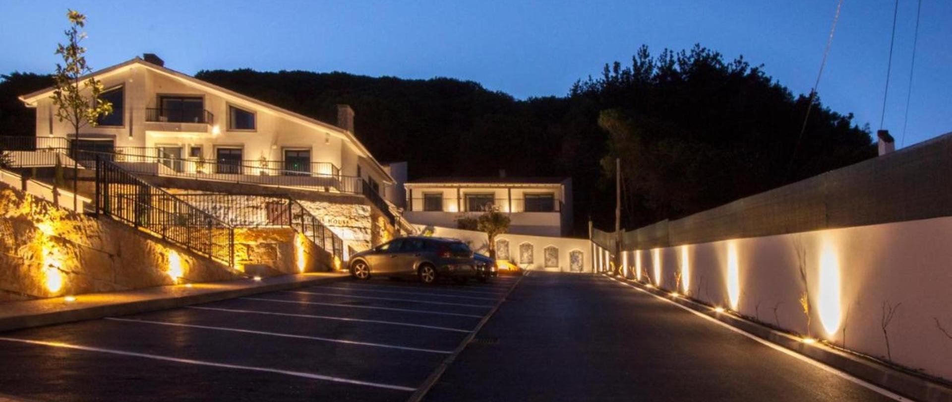 Hillside House Suites & Spa