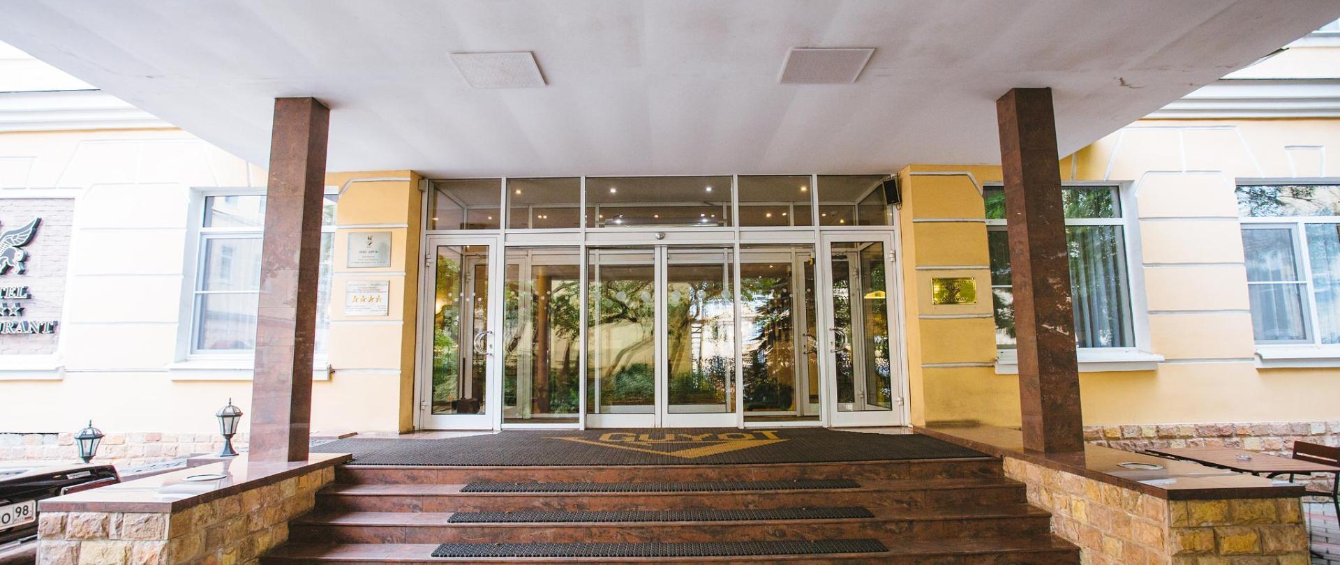 Вход в отель (1).jpg