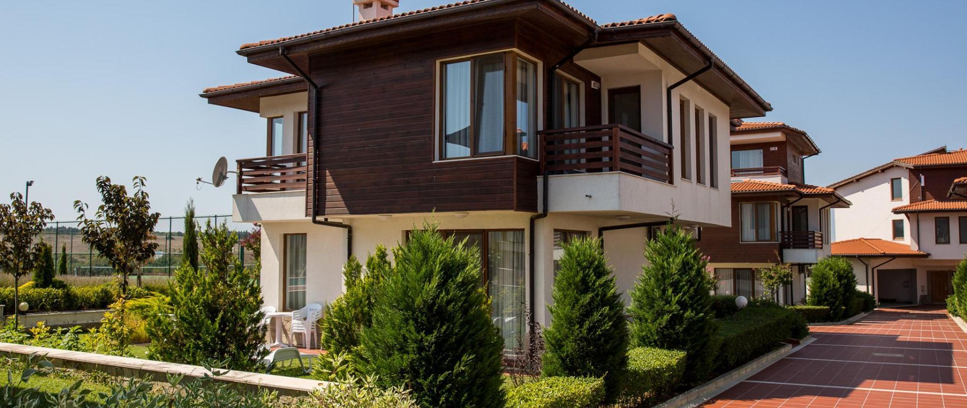 Villas in Complex Trakiyskiy Bryag