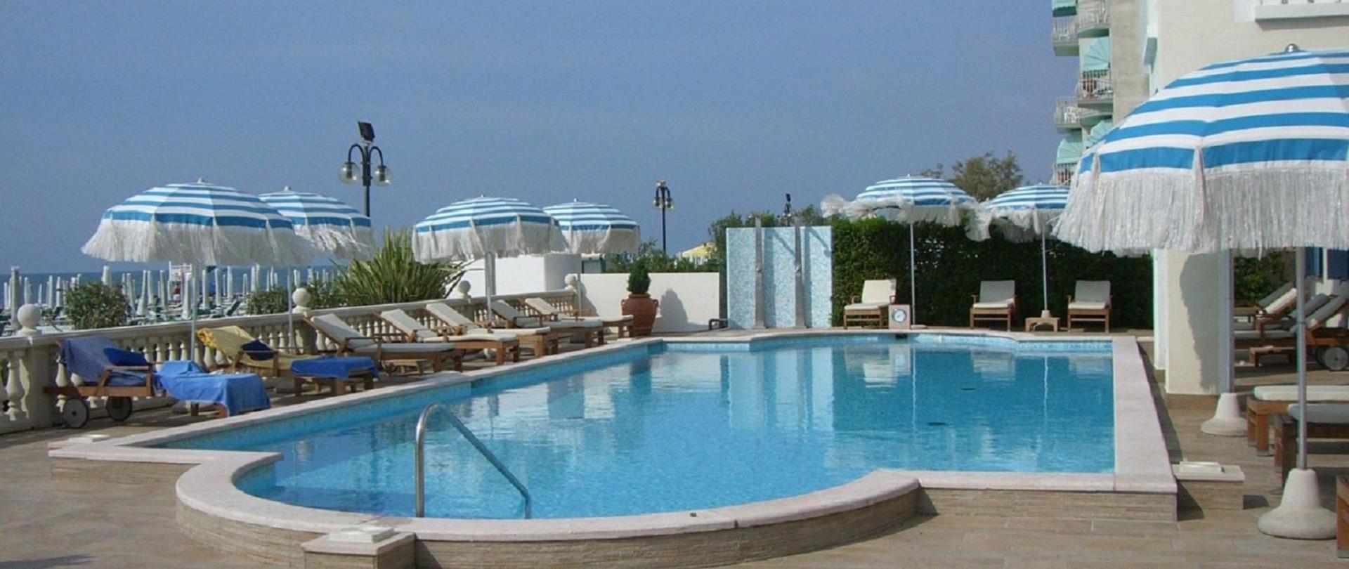piscinahc.jpg