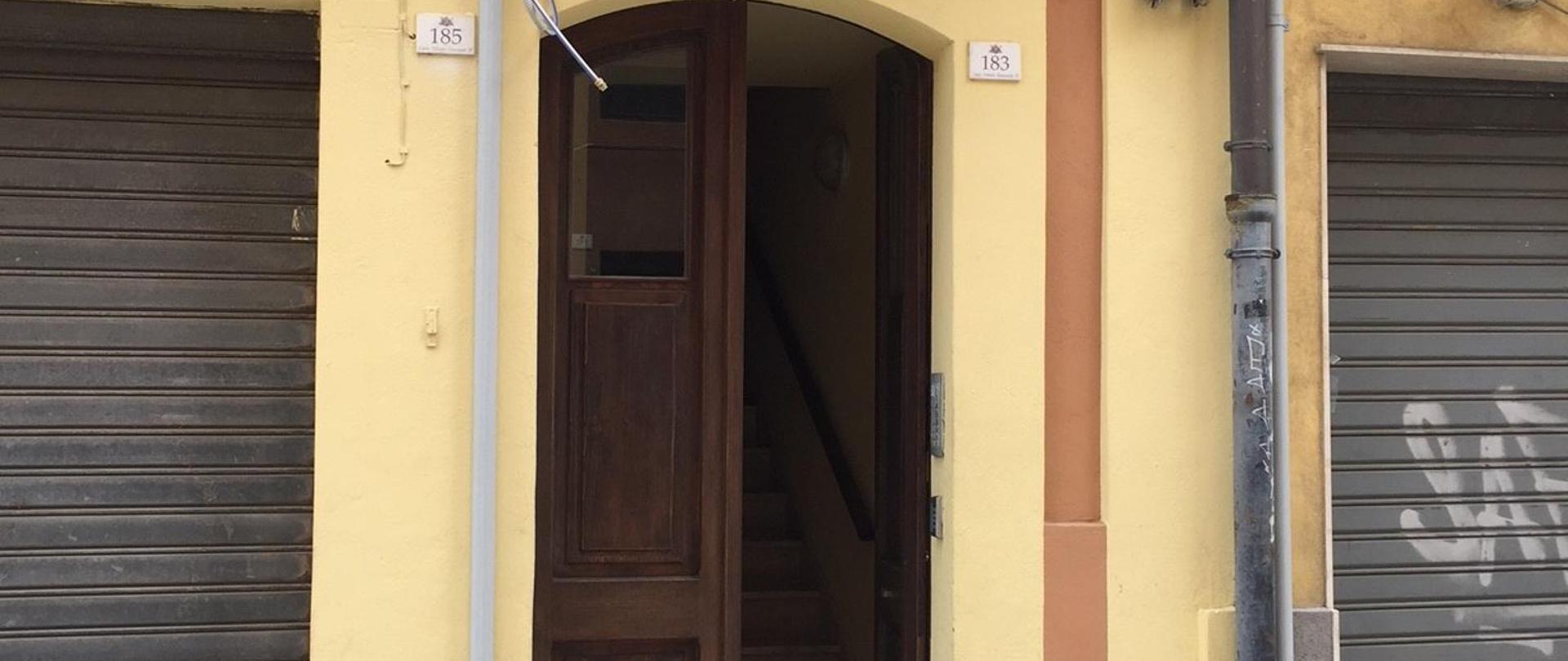 Porta ingresso.jpg