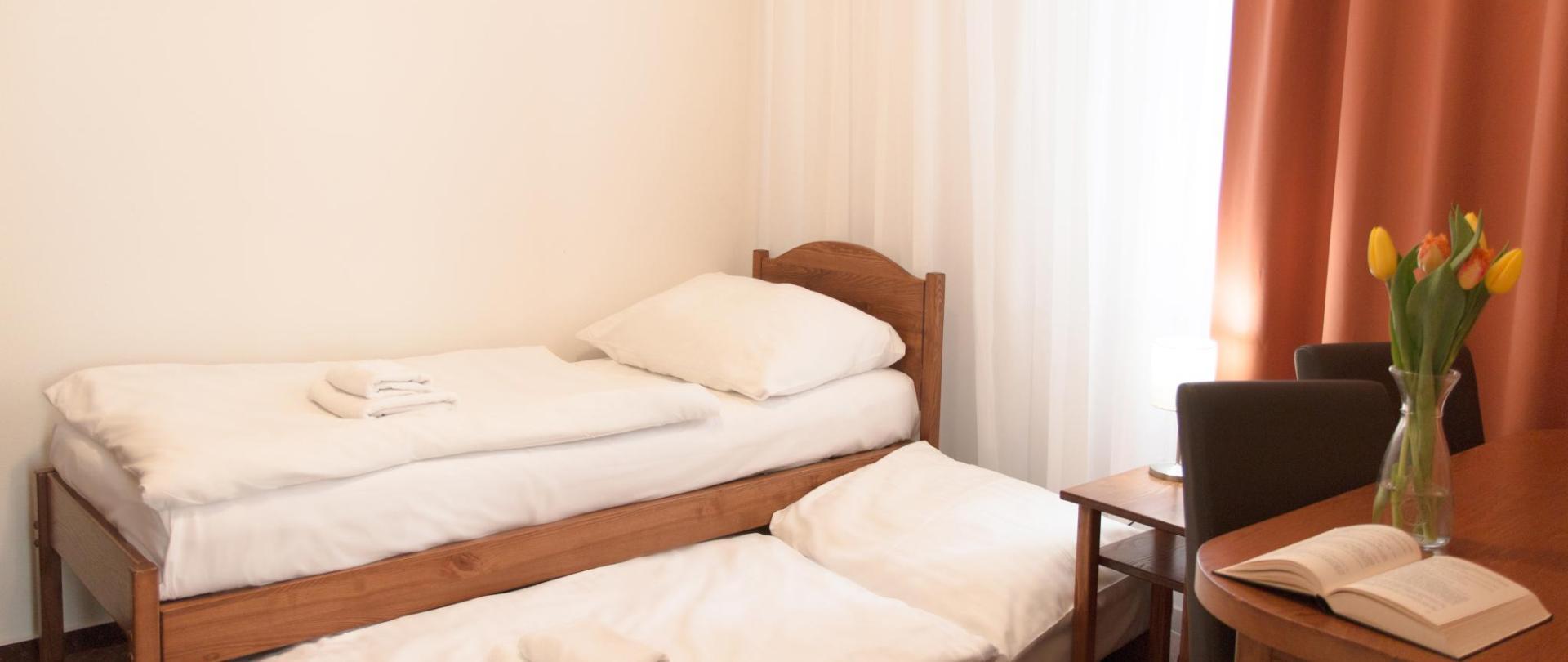 apartman pokoj nalevo obe postele 0387.jpg