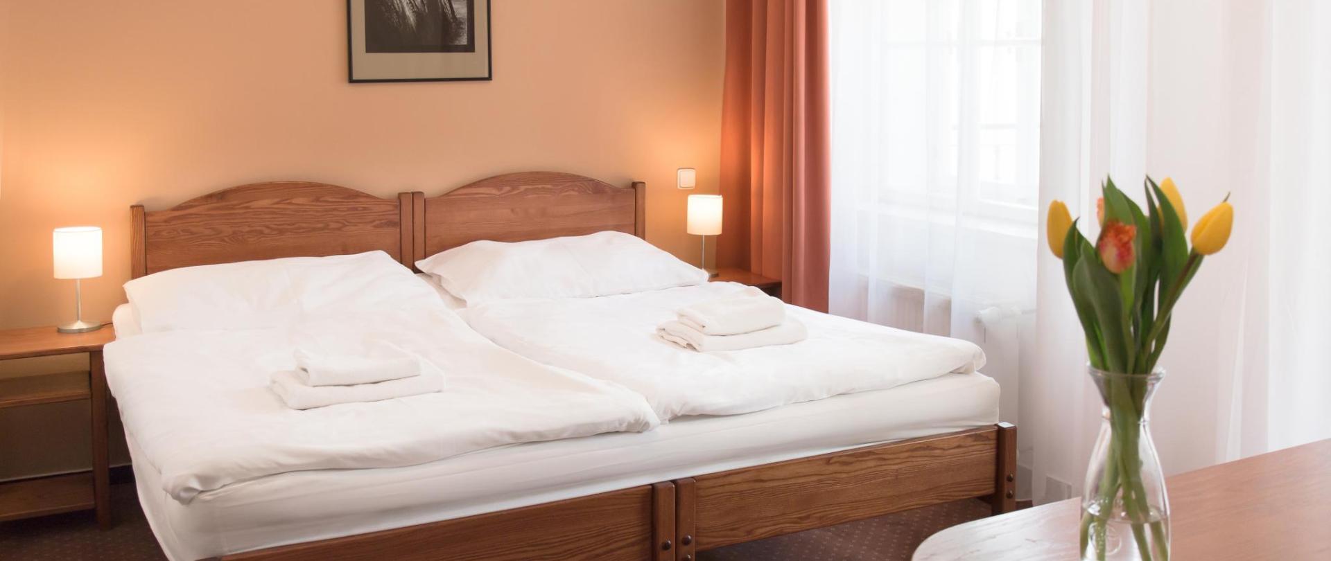 apartman pokoj napravo postel 0420.jpg