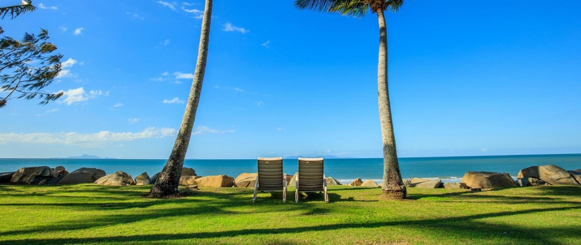 beach 2 seats.jpg