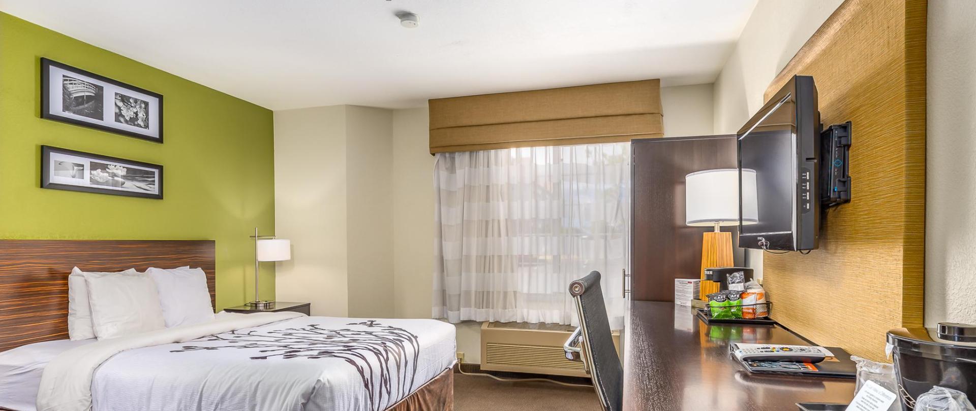 Room 102-5.jpg