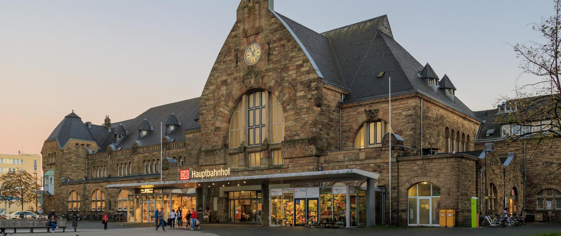Aachen_Hauptbahnhof.jpg