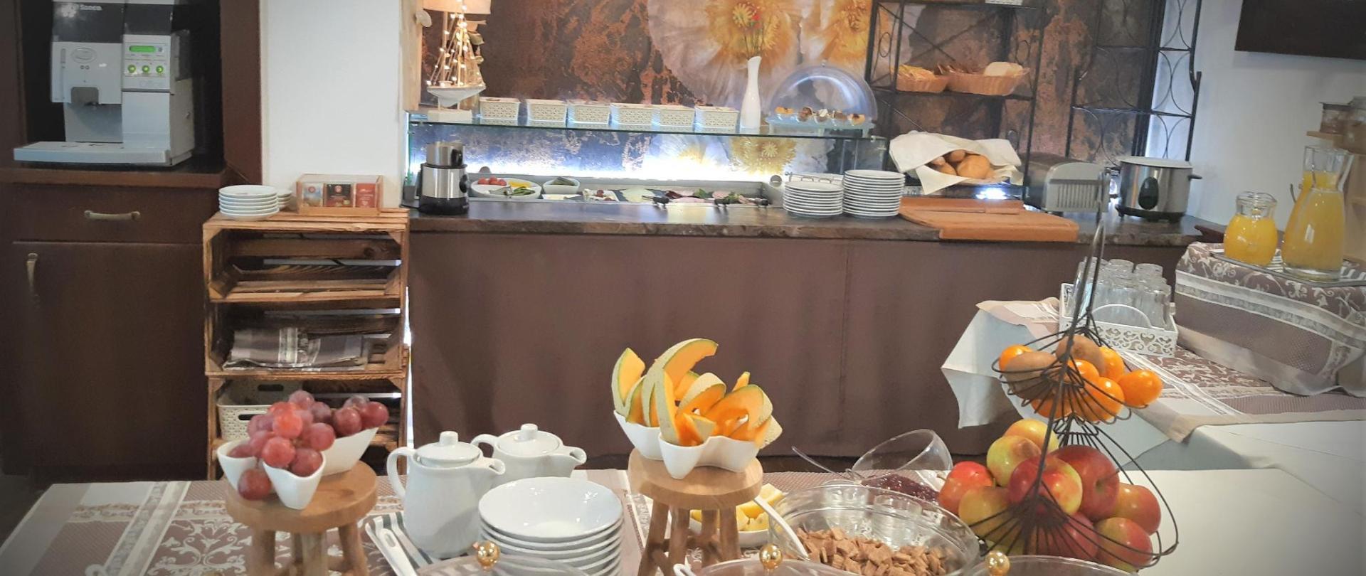 Frühstücksbuffet.jpg