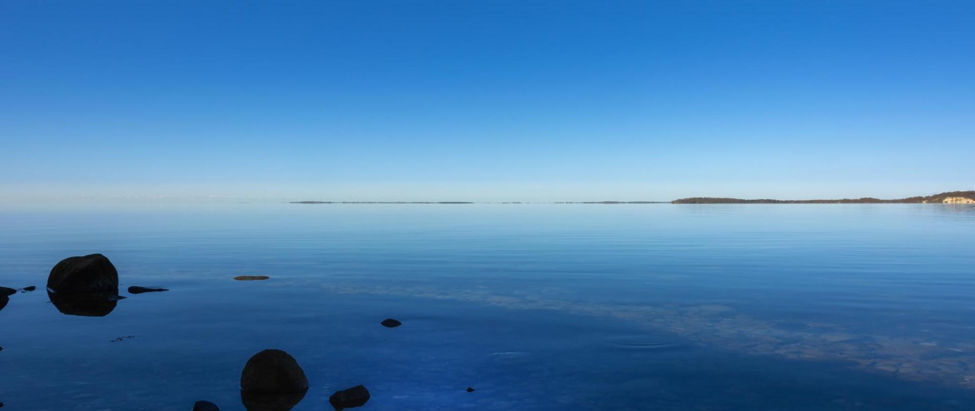 lake-4112781.jpg