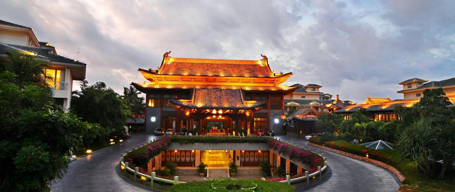 2 三亚亚龙湾华宇度假酒店-酒店夜景 3.jpg