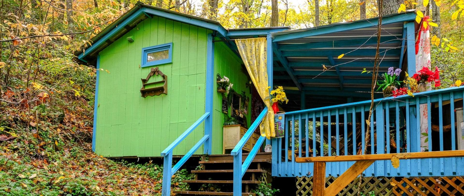 Bear Creek Lodge & Cabins- Pet Friendly