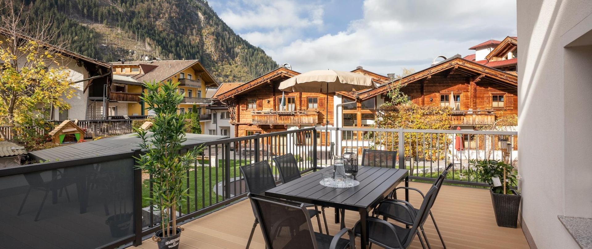 Alpen_Living_Zillerlaende_489_Mayrhofen_Terrasse.JPG