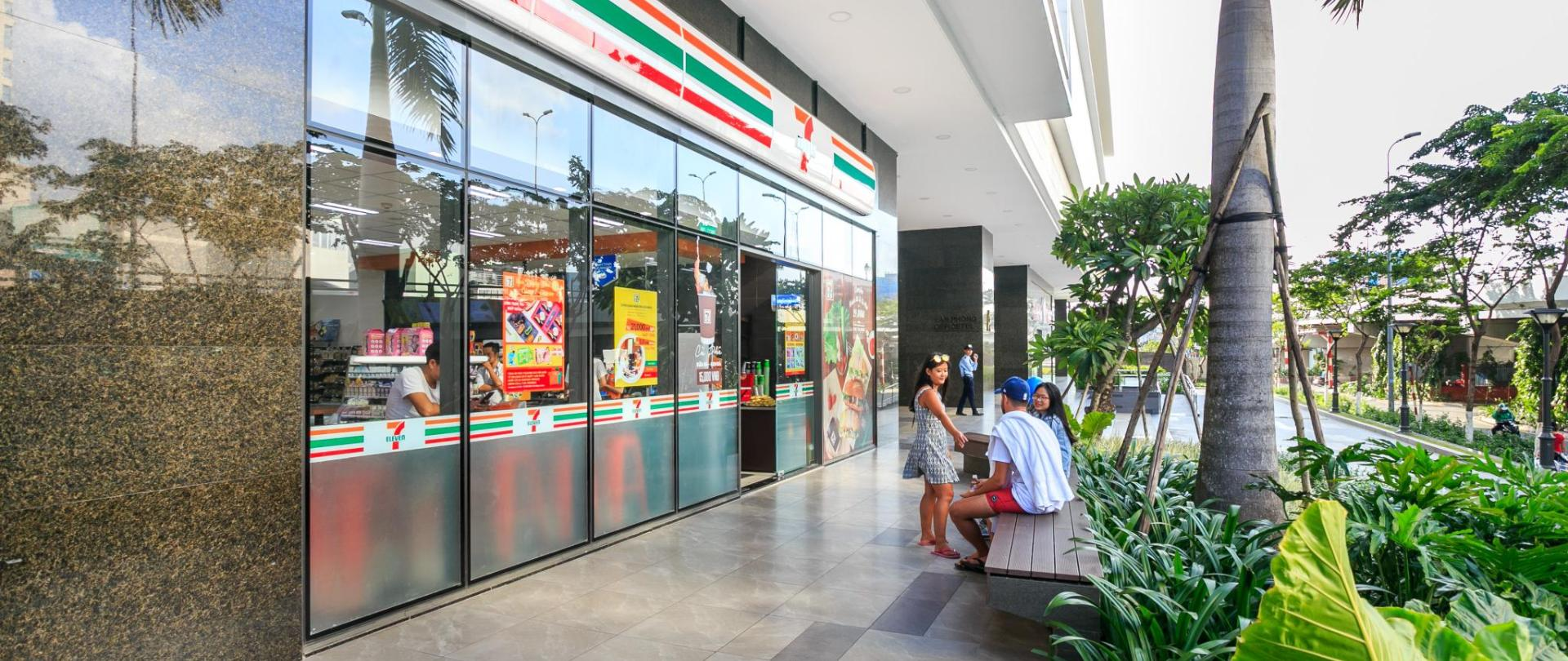 trip-apartment-saigon-7eleven.jpg
