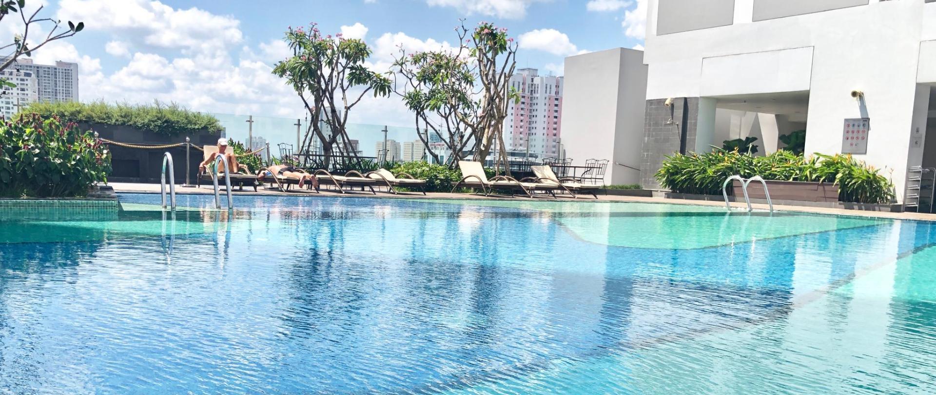 trip-apartment-saigon-pool.JPG