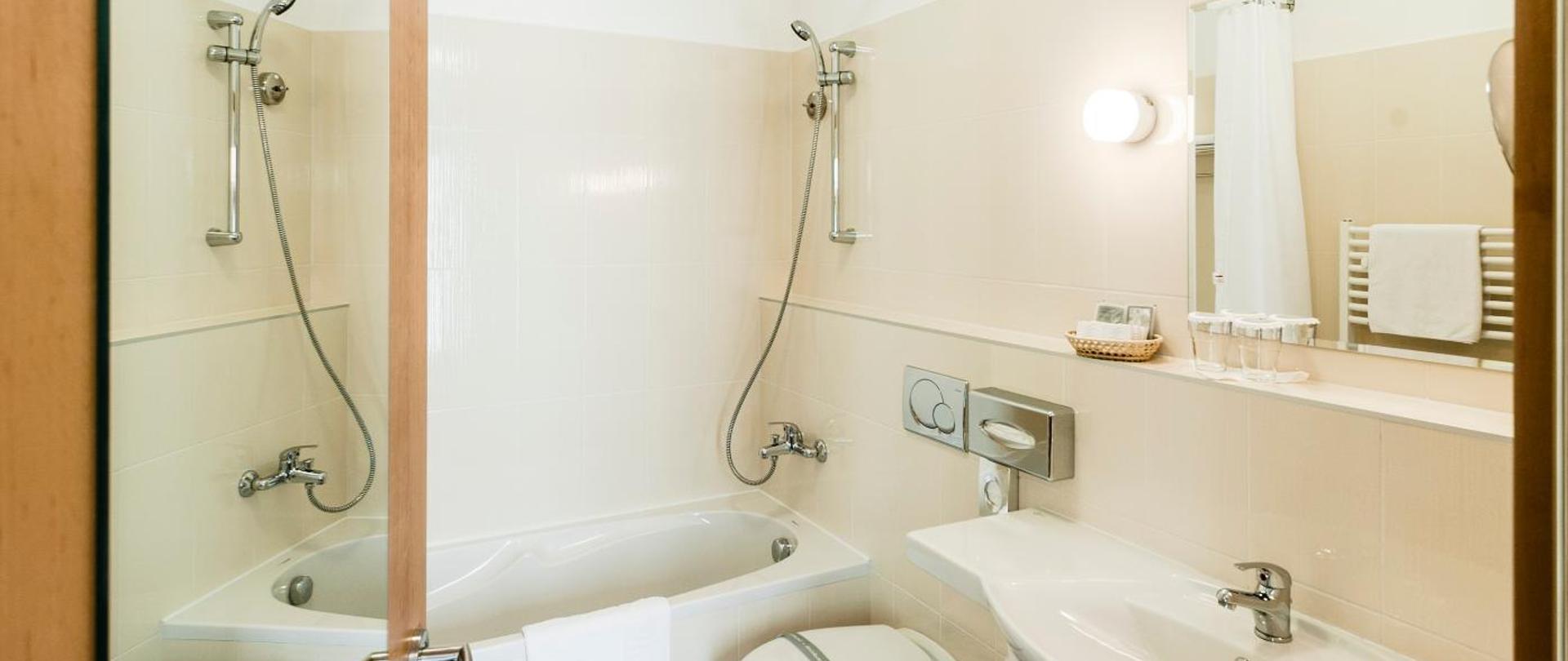 Dvoulůžkový pokoj_koupelna_1.jpg