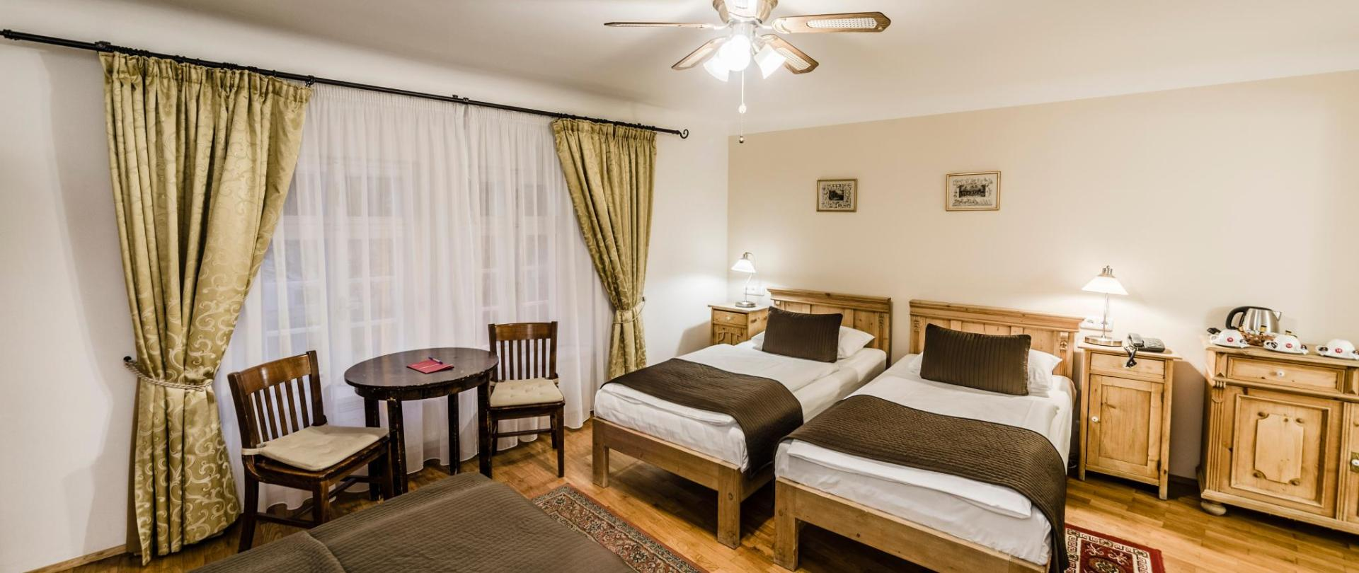 Třílůžkový pokoj_oddělené postele_3.jpg