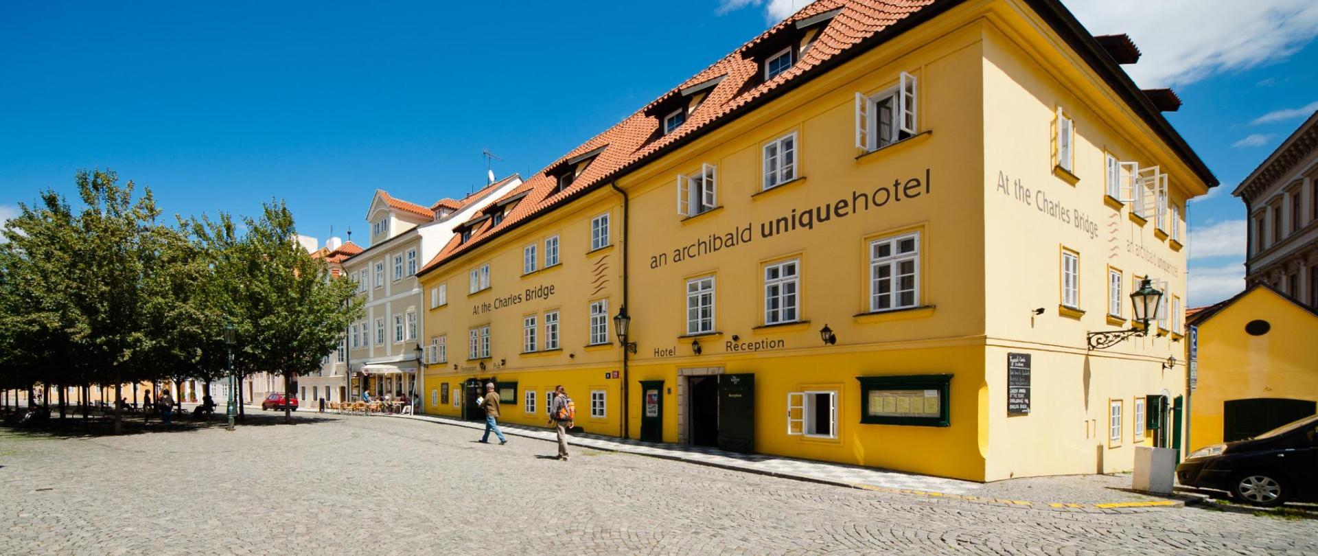 Budova hotelu_1.jpg