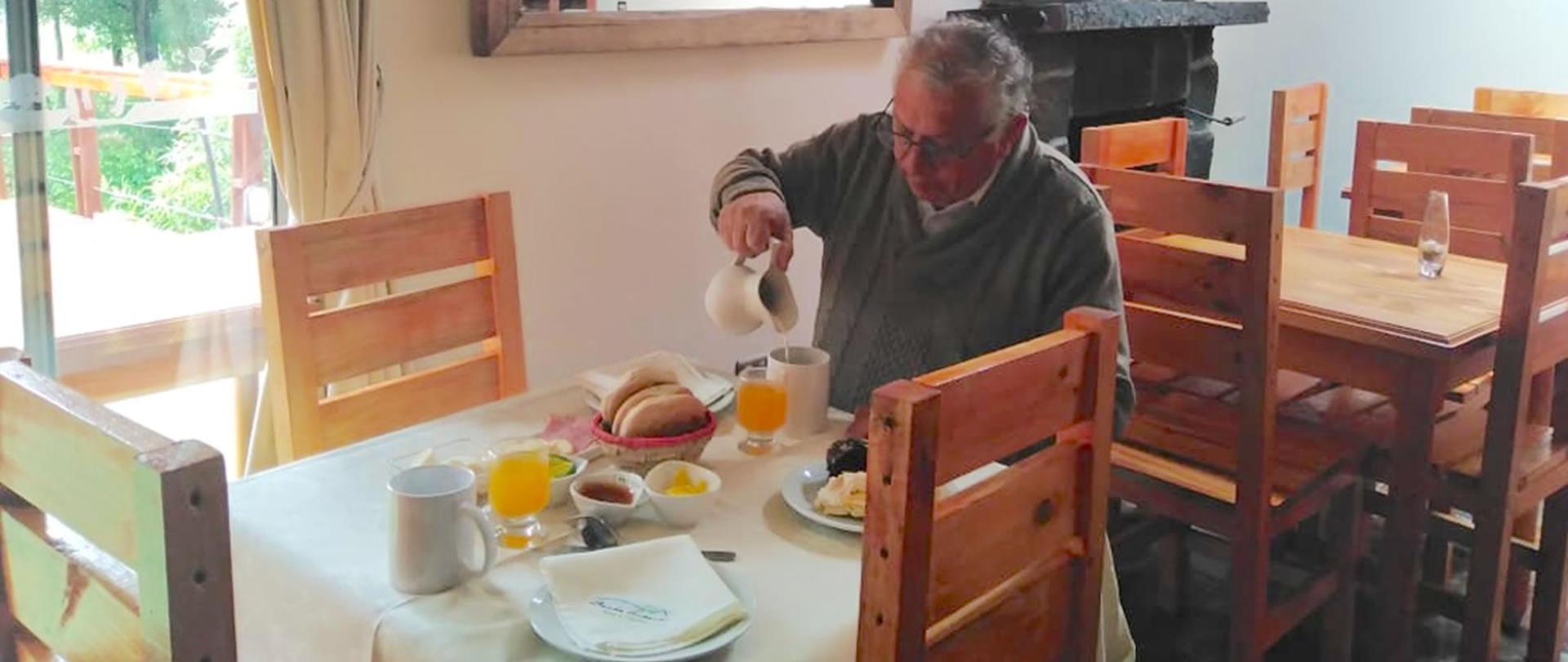 desayuno-hotel-borde-estero-puxon.jpg
