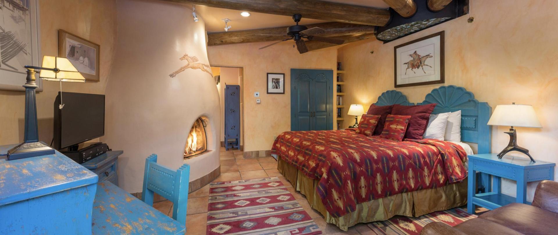 Taos Pueblo King Room