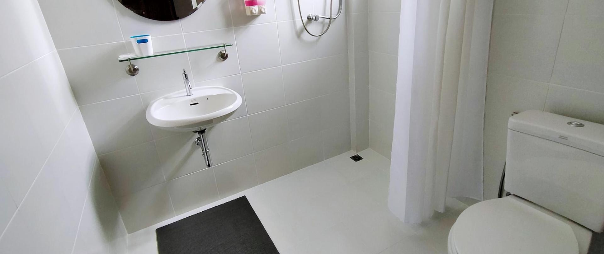Bath-room-toilet-wet-floor-anti-slip-I-Ya-Guesthouse-Phayao.jpg
