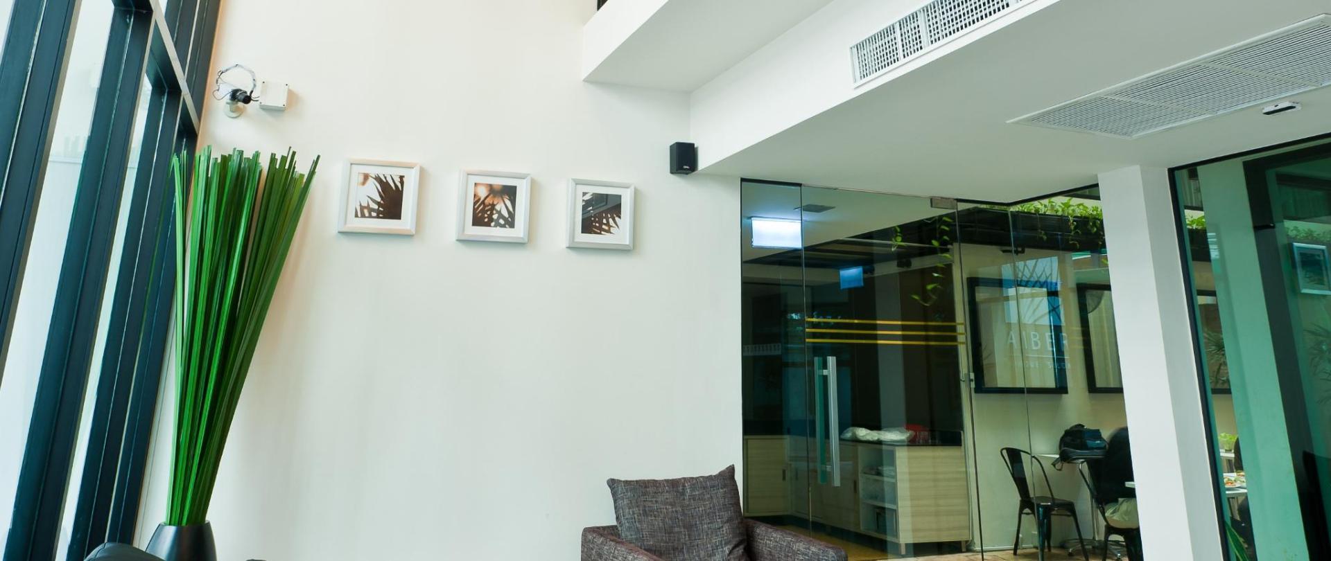 Lobby(2).jpg