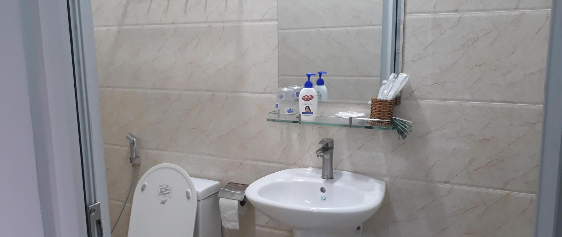 Toilet phòng đôi 3.jpg