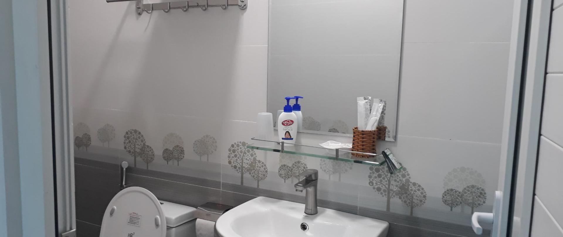Toilet phòng đơn 3.jpg