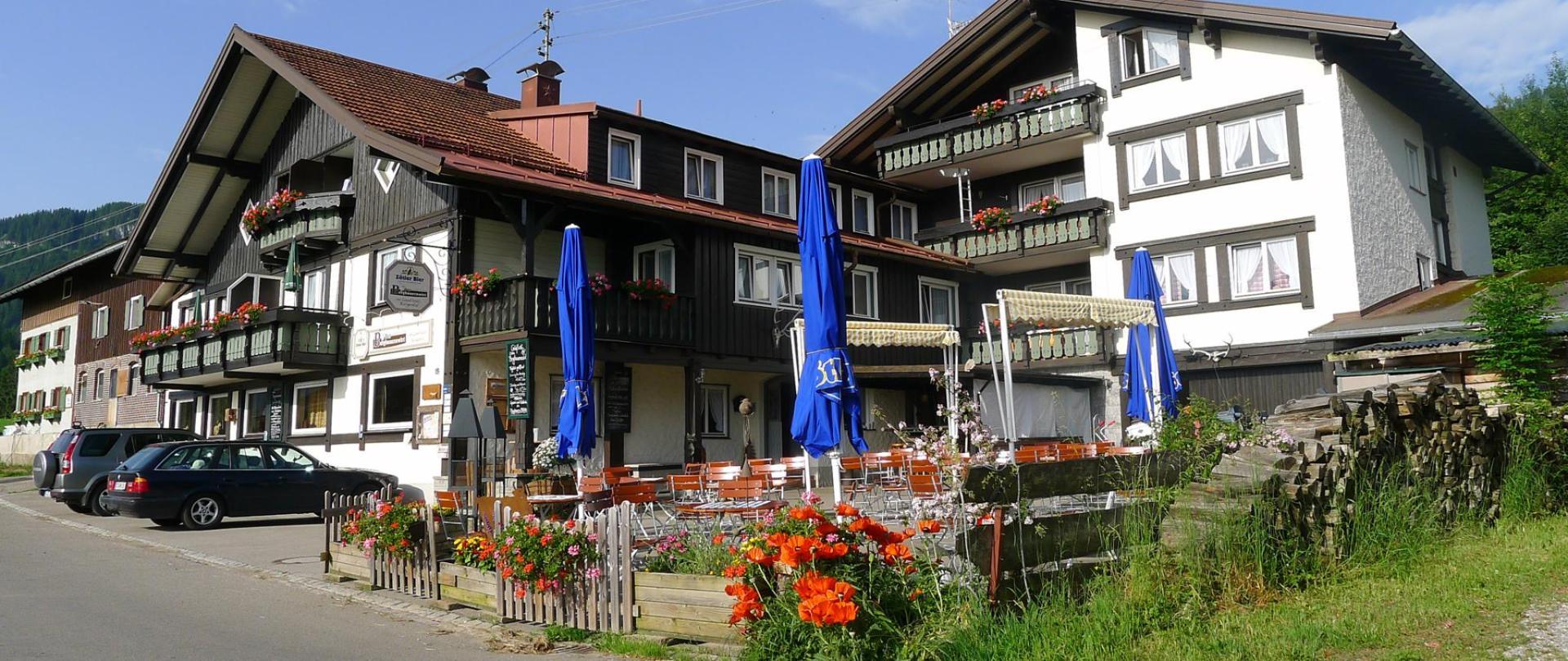 Hotel sommer mit Biergartenjpg.jpg