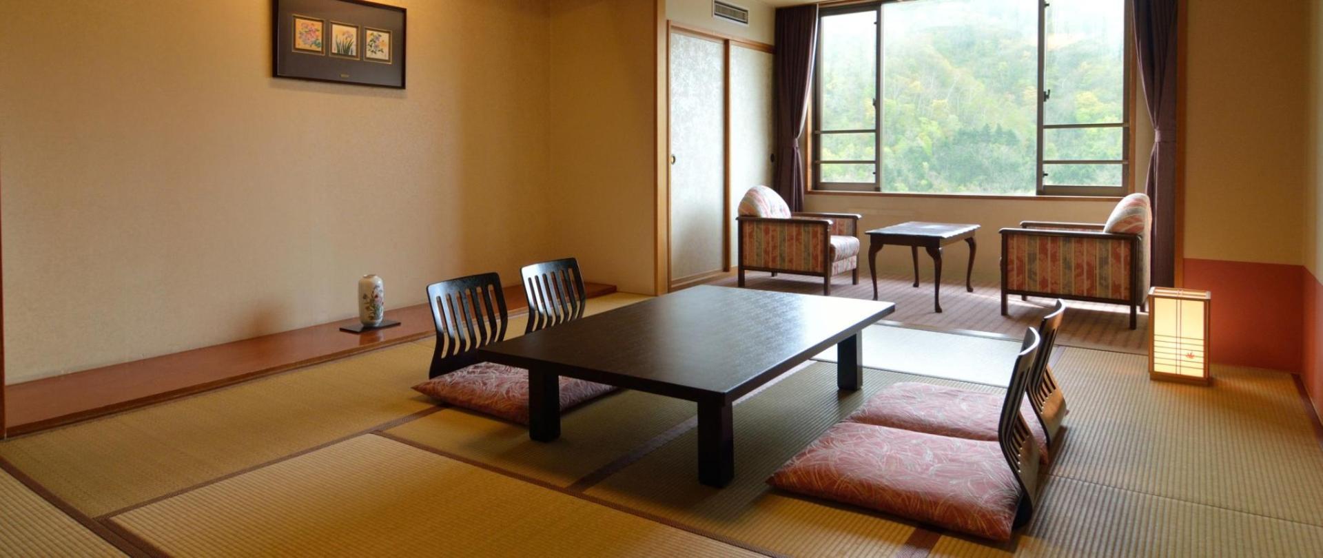 渓谷側和室10畳 (1)1920×810②.jpg