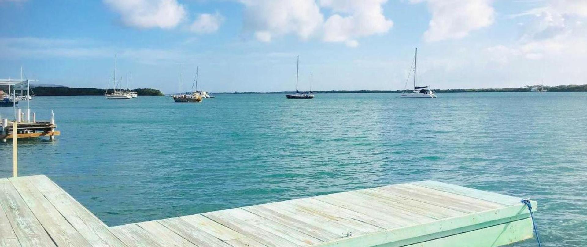 Pier front pic Vistalmar Aruba Accommodation.jpg