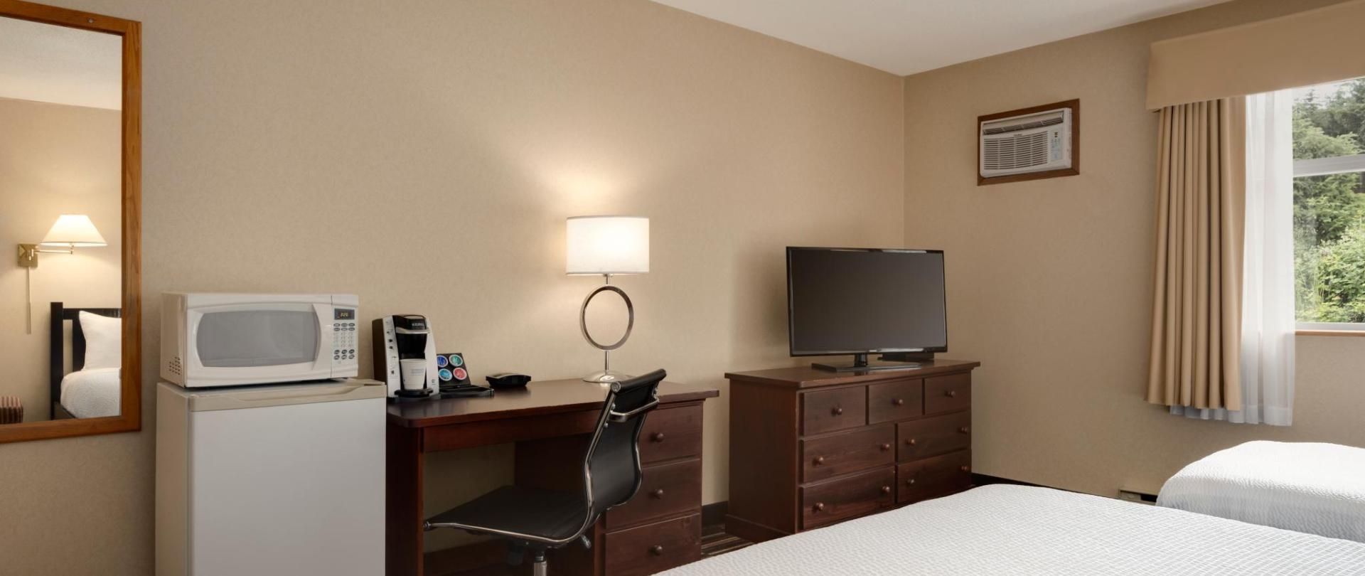 Days Inn Nanaimo - 1 Queen 1 Single  Accessible Room - 1446692.jpg