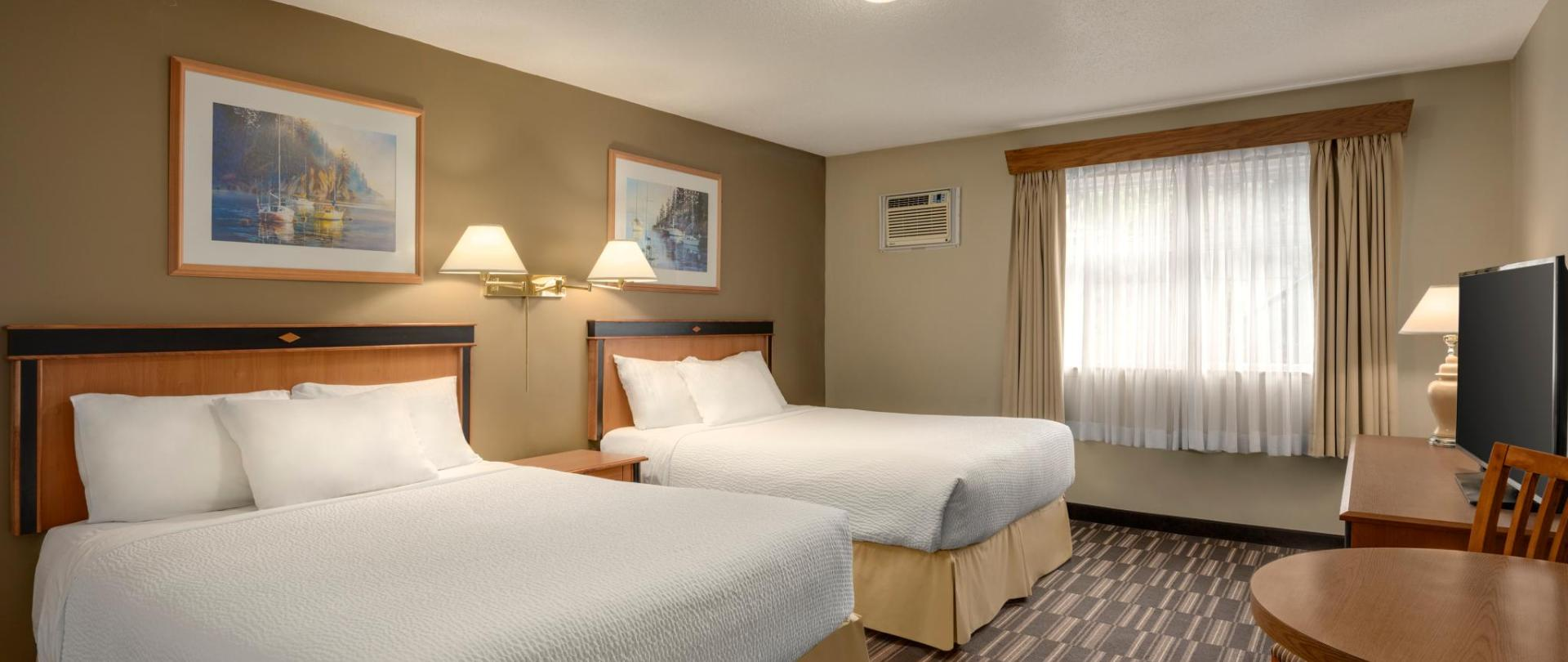 Days Inn Nanaimo - 3 Queen Beds Studio Suite - 1446679.jpg