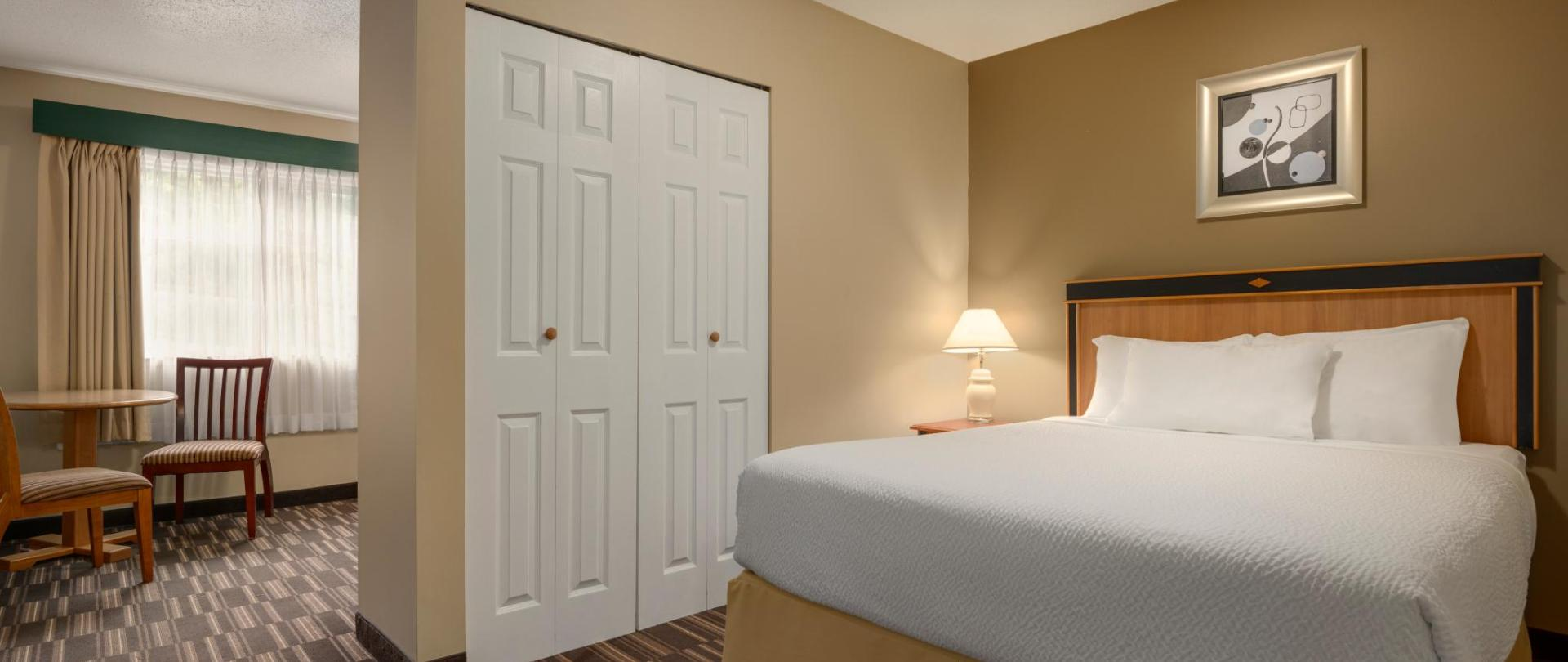Days Inn Nanaimo - 3 Queen Beds Studio Suite - 1446686.jpg