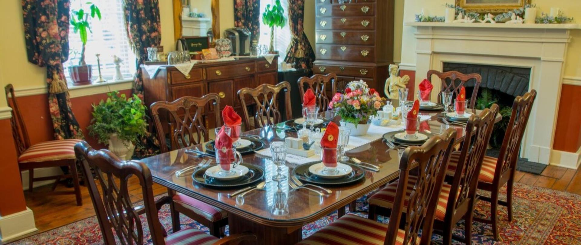 RJ Inn - Dining Room, better.jpg