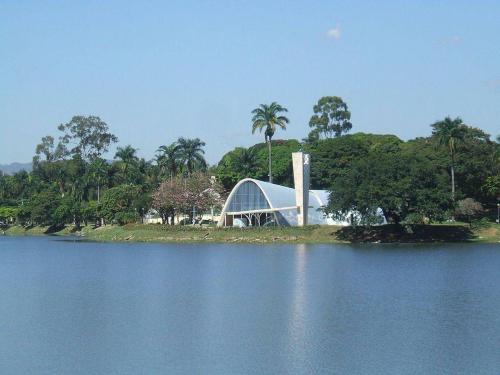 1024px-igreja_de_s-o_francisco_de_assis_-_lagoa_da_pampulha.jpg