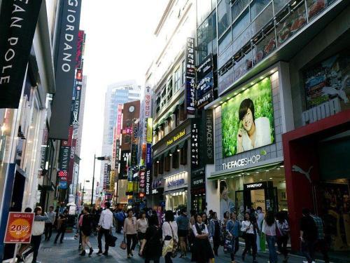 myeongdong-326136_960_720.jpg