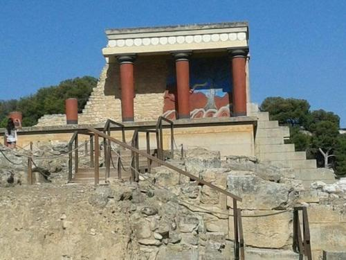 the-palace-of-knossos.jpg