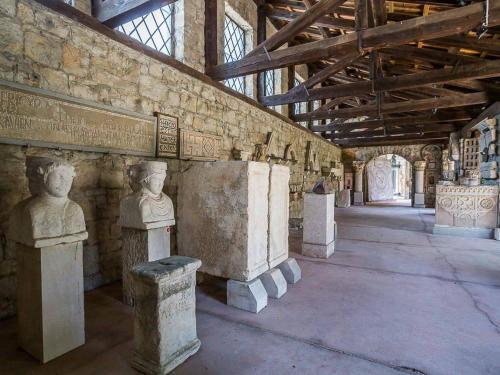 split-arheoloski-muzej-008.jpg