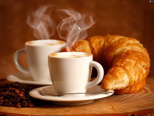 petit-dejeuner-tasse-de-cafe-croissant-199148.jpg