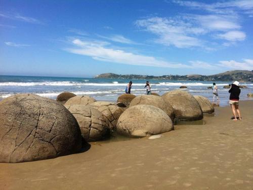 coastal-north-otago-moeraki-boulders-4.jpg