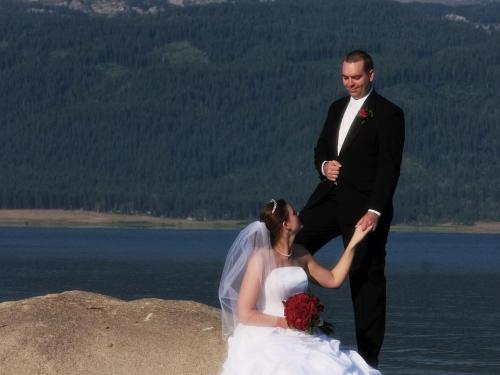 Wedding pictures at Lake Cascade